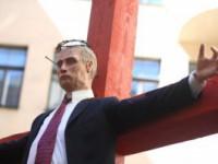 В Риге снова откроют выставку с распятым человеком