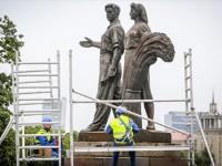 Советские скульптуры в Вильнюсе заменили на цветы