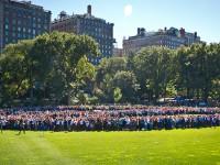 Жители Нью-Йорка выстроились в пацифик к юбилею Леннона