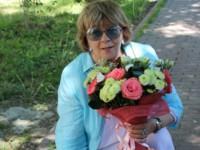 Медведев поздравил режиссера Аллу Сурикову с днем рождения