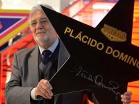 Пласидо Доминго подписал именную звезду для аллеи славы в Москве