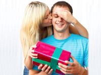 День для настоящих мужчин: как отметить его и что подарить любимому, коллеге или родственнику?