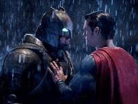 В прокате — новый фильм про Бэтмена и Супермена