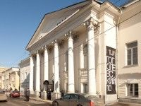 В Московском музее современного искусства развернута выставка «Борщ и шампанское»