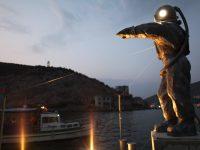 В Парке Горького установили скульптуру Леонида Тишкова «Водолаз – Маяк»
