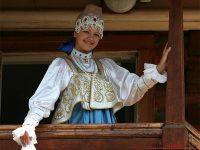 В Историческом музее открылась выставка «Праздничная одежда народов России»