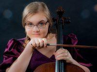 В День России виолончелистка Анастасия Ушакова исполнит гимн страны