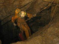 В Сибири приступили к исследованиям самой глубокой пещеры