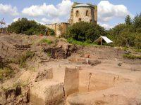 Археологи ведут раскопки Рюрикова Городища