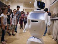 Первый в Москве робот-гид провел экскурсию
