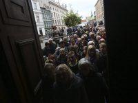 Тысячи поляков пришли проститься с выдающимся режиссером Анджеем Вайдой