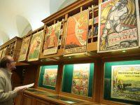 В Петербурге показали первые советские плакаты