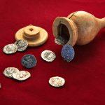 На Пречистенке обнаружили шахматную фигуру-сейф и монеты времен Ивана Грозного
