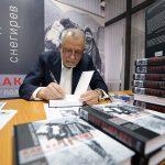 У известного журналиста Владимира Снегирева вышла еще одна книга