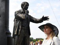 В Суздале открыли памятник режиссеру Андрею Тарковскому