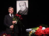 В театре «Ленком» началось прощание с Леонидом Броневым