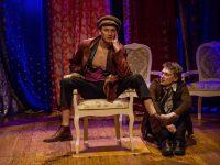 «Коляда-театр» показал «12 стульев» на московских гастролях