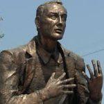Состоялось открытие первого в России памятника Евгению Евтушенко