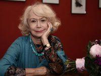 «Не играю старую бабку»: Светлана Немоляева – о новом кино и былых неудачах