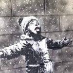 Стены гаража с рождественским граффити Бэнкси отправились в музей Уэльса