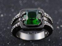 Мужской перстень с изумрудом для рыцаря без страха и упрека