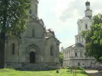 «Волонтеры культуры» помогают с благоустройством территории Костромской слободы
