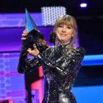 "American Music Awards назвала Тейлор Свифт ""артистом десятилетия"""