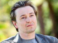Безруков выступил за контрактную систему в театрах
