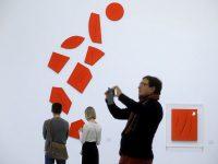 В Москве представили более 60 работ художника Лучо Фонтаны