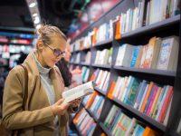 Россияне стали чаще покупать книги о вирусах и медицине