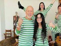 Деми Мур и Брюс Уиллис устроили семейную фотосессию