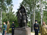 В Петрозаводске открыли памятник солдатским матерям