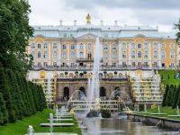 В Петергофе и Царском селе начинают работу фонтаны и парки