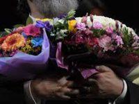 В БДТ зрителям запретили дарить цветы артистам из-за COVID-19