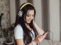 Названы самые популярные у россиян аудиокниги о любви