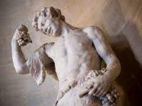 Эрмитаж получил жалобу о плохом влиянии обнаженных скульптур на детей