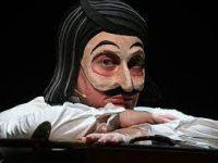 Мария Аронова играет почти все роли в «Мертвых душах» в Вахтанговском